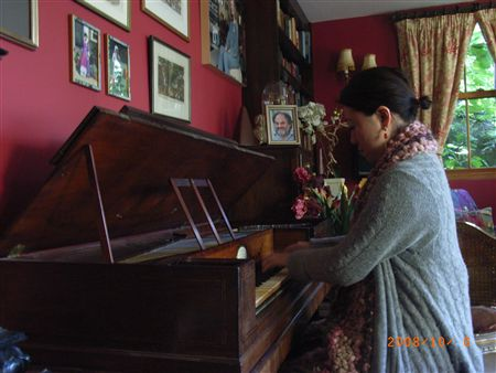Maureens piano2_R.jpg