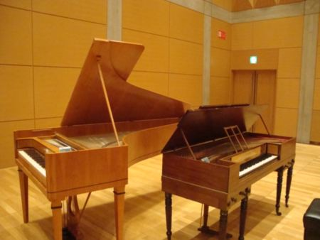 two pianos_R.JPG